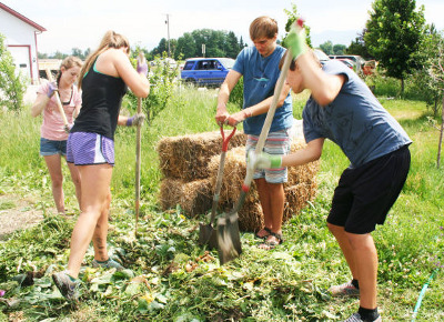 kids garden 400 Societal Shift: Schools Begin Teaching Kids How to Grow Organic, Sustainable Food