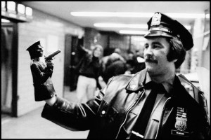 Pictures-of-Life-of-the-New-York-Police-Department-in-the-1970s-102