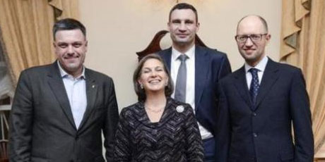 Victoria Nuland with Ukraine coup leaders