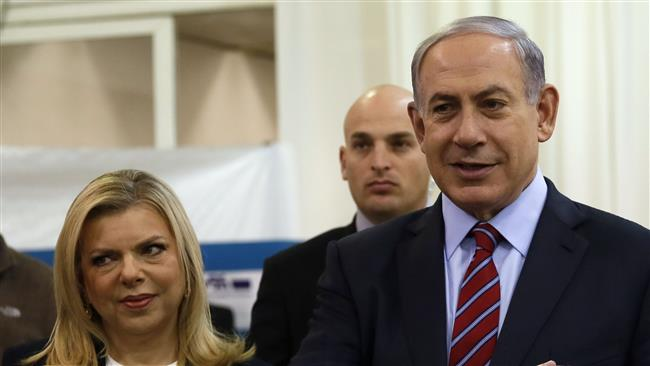 A file photo showing Israeli Prime Minister Benjamin Netanyahu next to his wife Sara (AFP Photo)
