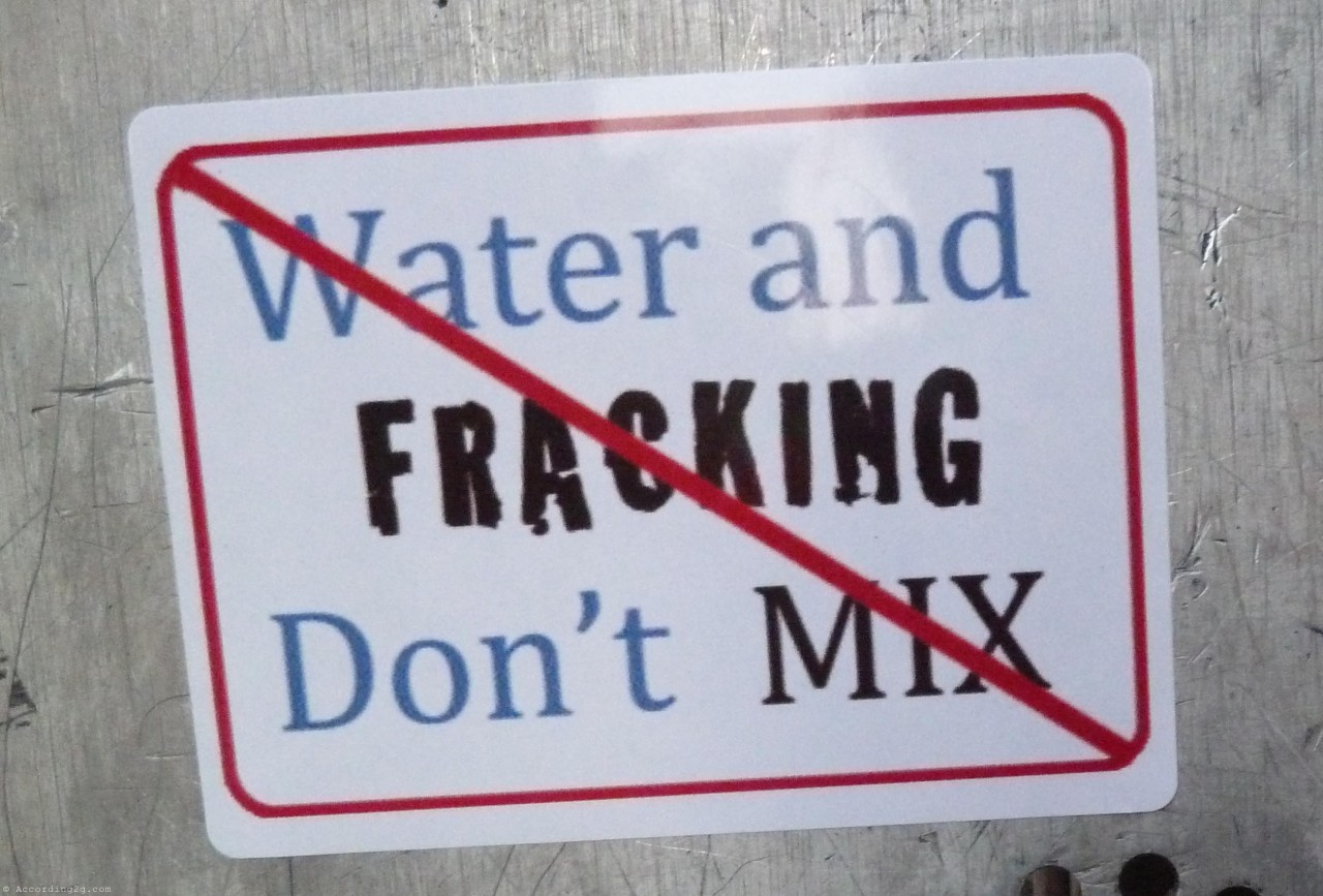 http://priceofoil.org/content/uploads/2014/08/Water-and-Fracking-Dont-Mix.jpg