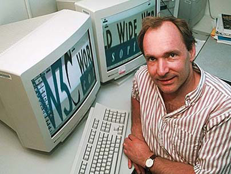 Tim Berners-Lee circa 1990, at the dawn of the World Wide Web. © courseweb.stthomas.edu