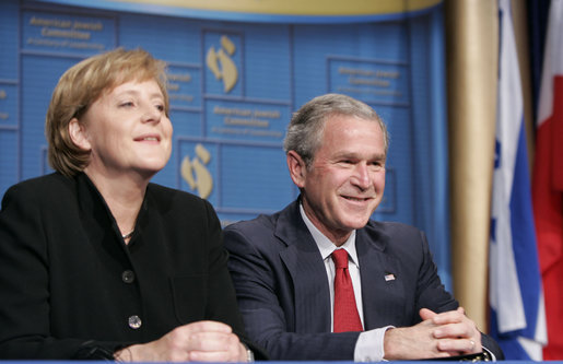 https://upload.wikimedia.org/wikipedia/commons/9/9e/Merkel-bush-may-2006.jpg
