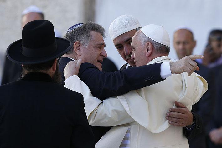 http://catholicleader.com.au/wp-content/uploads/2014/05/pope-embrace1.jpg