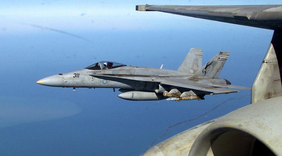 A U.S. FA-18 Hornet fighter-bomber © HO