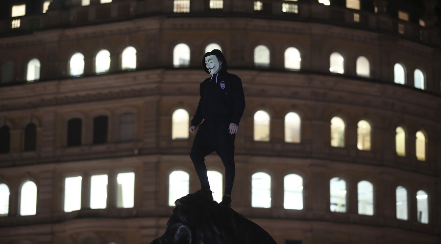 A protester stands in Trafalgar Square as thousands gathered in central London for the annual bonfire night protest led by the hacktivist collective Anonymous, in London November 5, 2014. © Paul Hackett