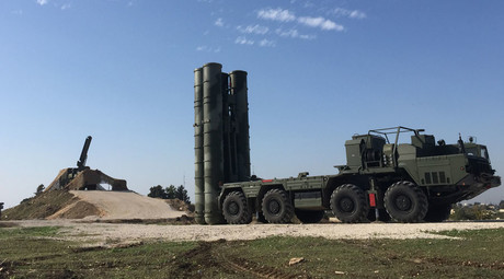 An S-400 air defence missile system is deployed for a combat duty at the Hmeymim airbase to provide security of the Russian air group's flights in Syria. ©Dmitriy Vinogradov