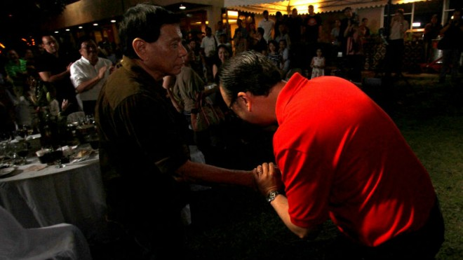 THE BIRTHDAY BOY, BOW! Vice presidential contender Sen. Alan Peter Cayetano bows to his guest, Davao City Mayor Rodrigo Duterte, during the senator's 45th birthday party on Tuesday in Taguig City. Cayetano met with Duterte in September to discuss their possible team-up but the mayor has repeatedly said he is not running. RICHARD A. REYES