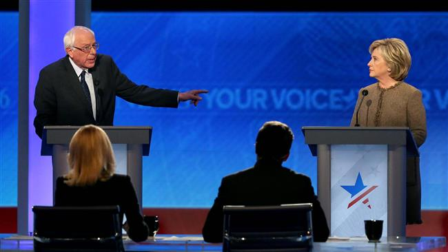 Democratic presidential candidates Bernie Sanders and Hillary Clinton debate at Saint Anselm College December 19, 2015 in Manchester, New Hampshire. (AFP photo)