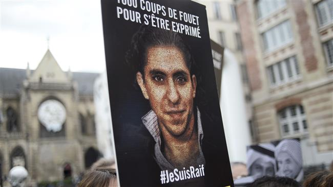 People demonstrate in support of jailed Saudi blogger Raif Badawi in Paris on May 7, 2015. ©AFP