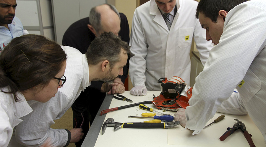 Aviation experts inspect the flight recorder from the crashed Boeing 737-800 Flight FZ981 operated by Dubai-based budget carrier Flydubai, in Moscow, Russia, March 20, 2016. © Interstate Aviation Committee