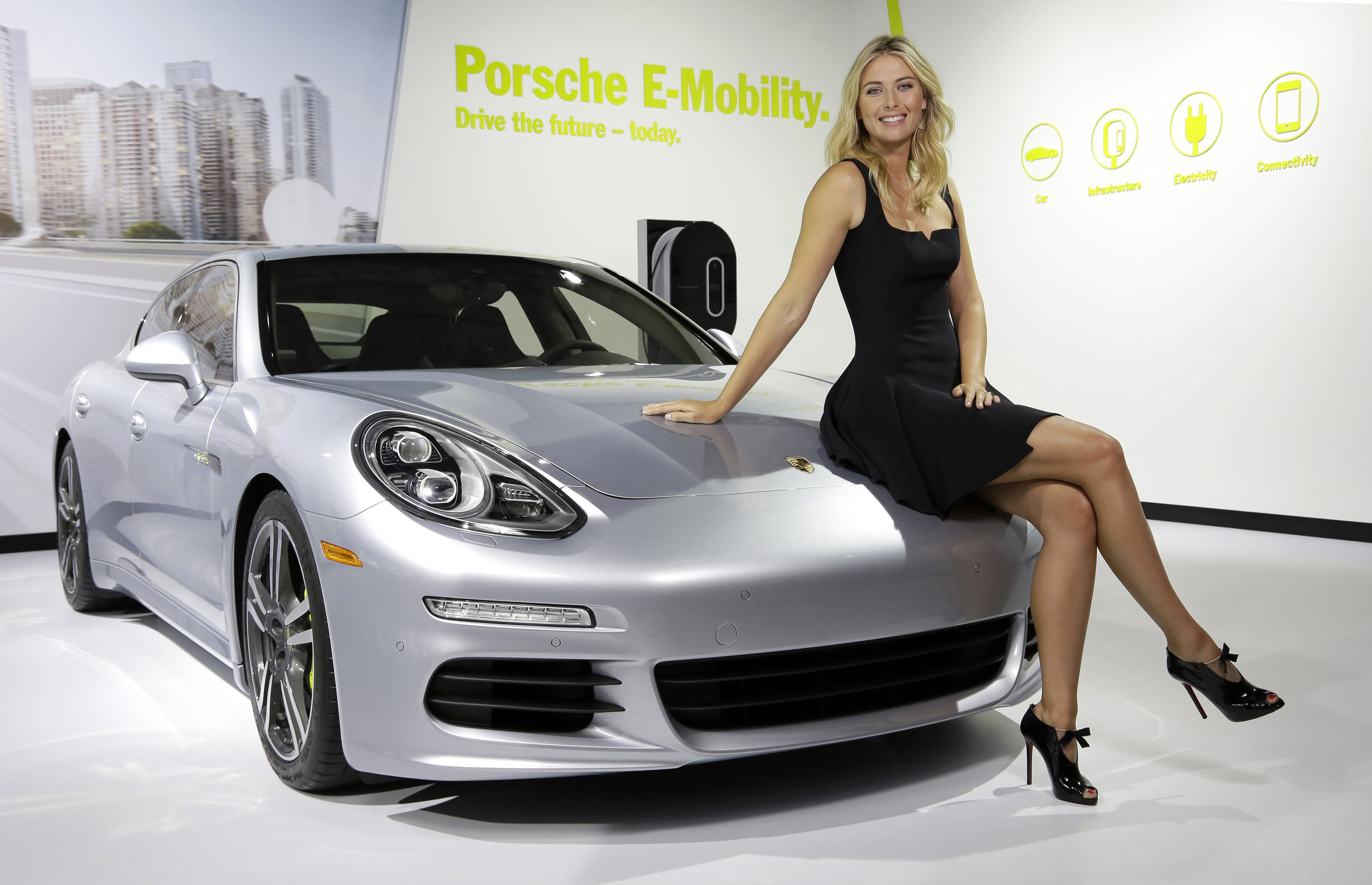 http://press.porsche.com/media/gallery2/d/17788-1/Maria+Sharapova+with+Panamera+S+E-Hybrid.jpg