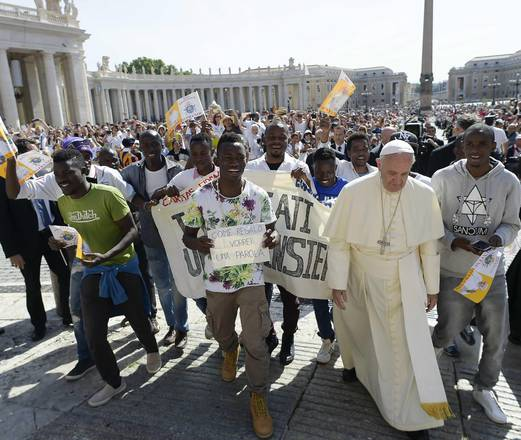 epa05383335 epa05383323 A handout picture provided by the Vatican newspaper L'Osservatore Romano shows Pope Francis (2-R) flanked by a group of refugees during his General Audience in Saint Peter's Square, Vatican City, 22 June 2016. EPA/OSSERVATORE ROMANO/HANDOUT HANDOUT EDITORIAL USE ONLY/NO SALES