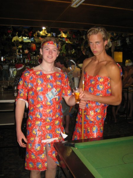 https://photos.travelblog.org/Photos/76098/354358/f/3229566-21-The-Swedish-boys-dressed-in-wrapping-paper-at-the-fancy-dress-party-Lake-Mahinapua-0.jpg