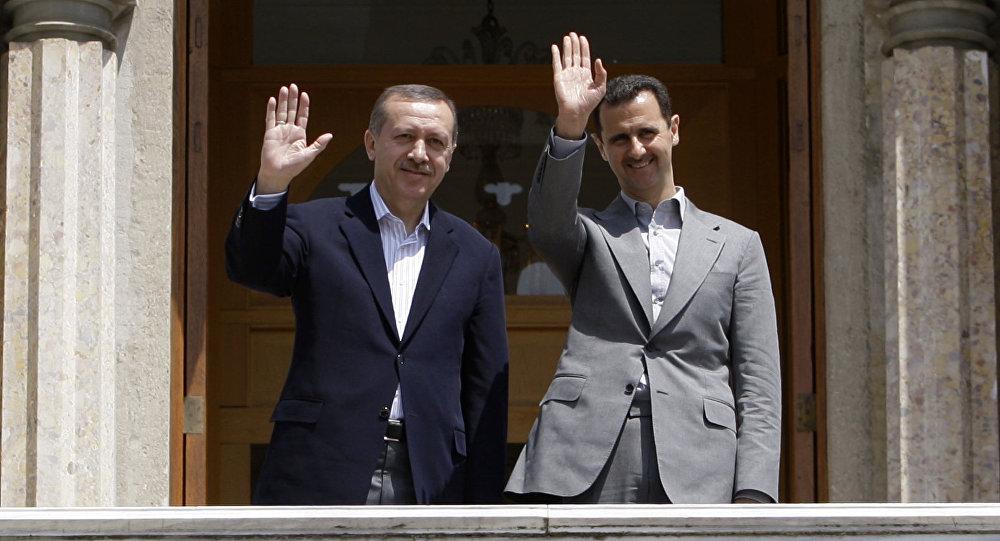Syrian President Bashar al-Assad (R) and Turkish President Erdogan Recep Tayyip Erdogan (File)