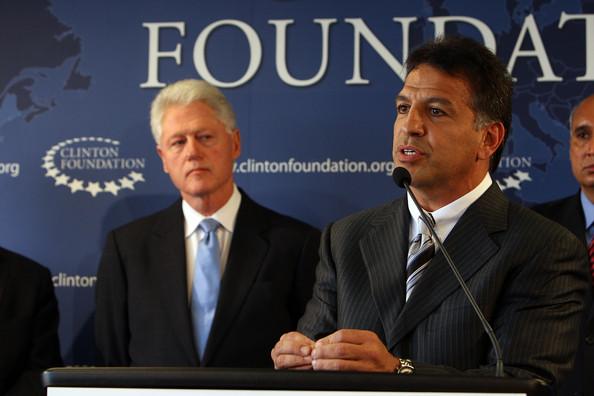 Bill Clinton And Pharmaceutical CEO'S Make HIV/AIDS Announcement
