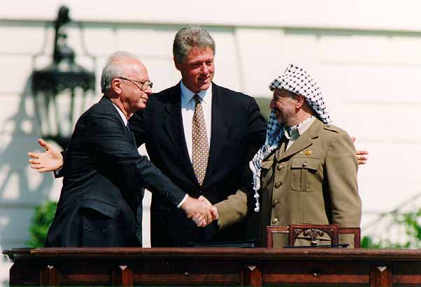 https://upload.wikimedia.org/wikipedia/commons/f/f2/Bill_Clinton,_Yitzhak_Rabin,_Yasser_Arafat_at_the_White_House_1993-09-13.jpg
