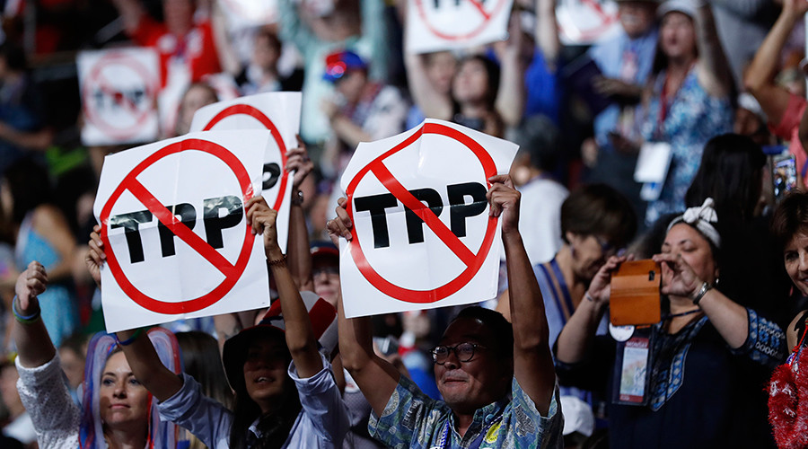 Trump signs executive order withdrawing US from TPP