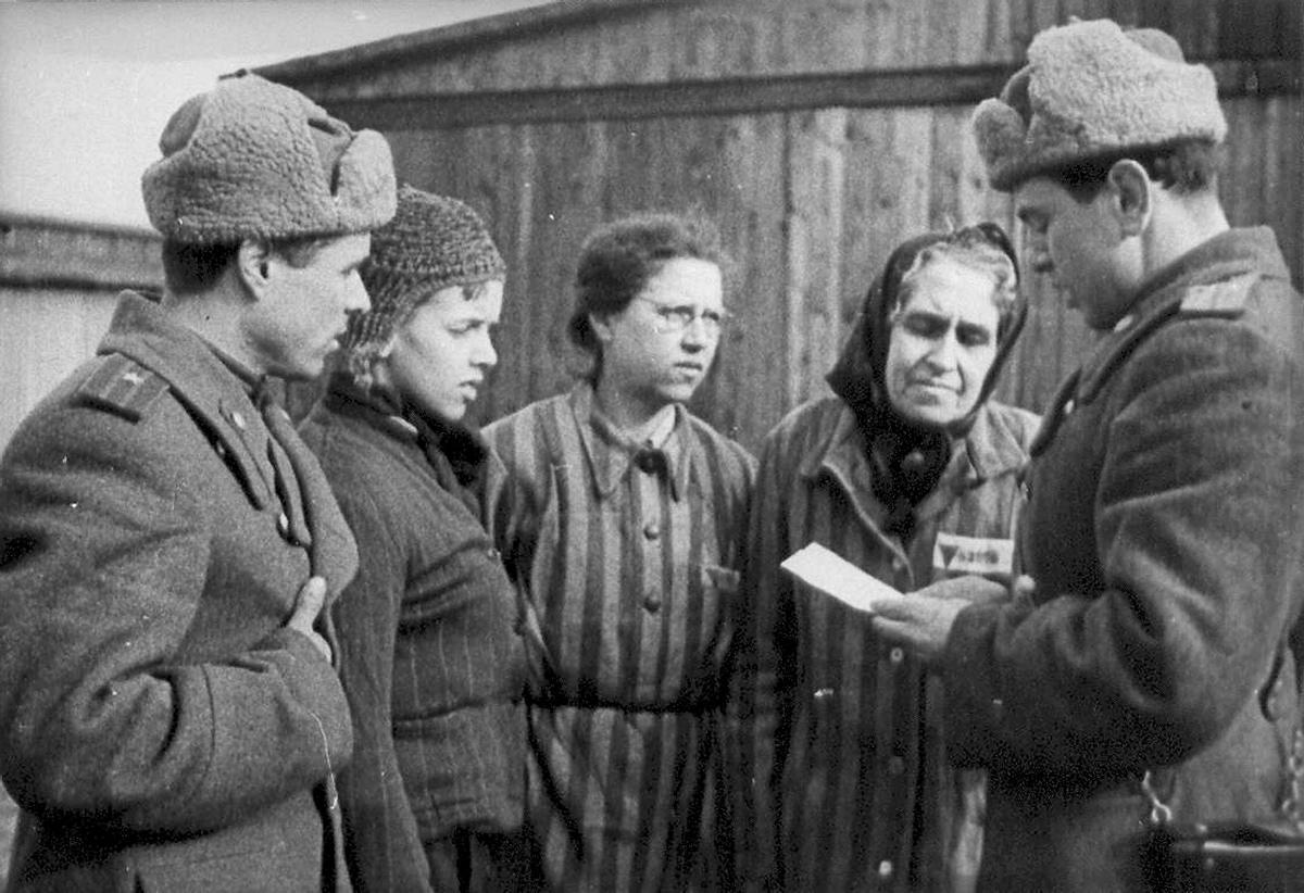 http://assets.nydailynews.com/polopoly_fs/1.2093292!/img/httpImage/image.jpg_gen/derivatives/gallery_1200/70th-anniversary-auschwitz-liberation.jpg
