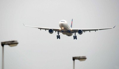 Plane with technical problems at Schiphol airport