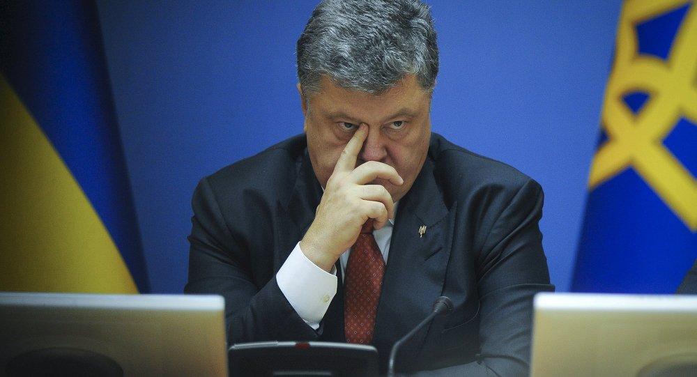 Ukrainian President Petro Poroshenko attends a cabinet meeting in Kiev, Ukraine, Septemver 8, 2015