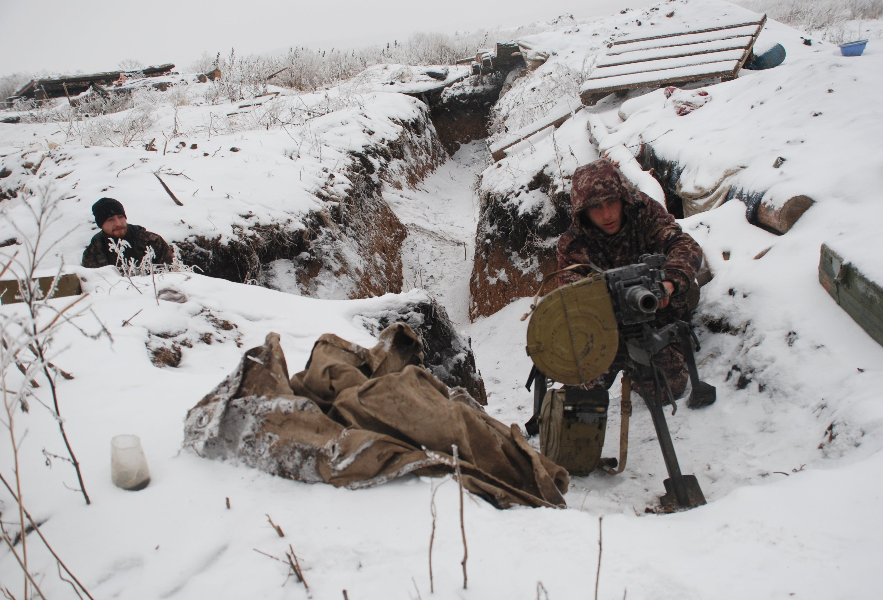 DPR militiamen on demarcation line
