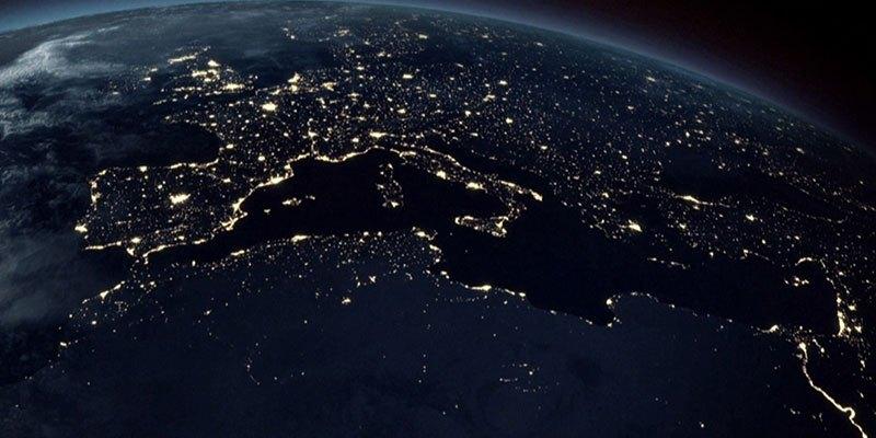 The Flat Earth vs. Globe Earth Debate!