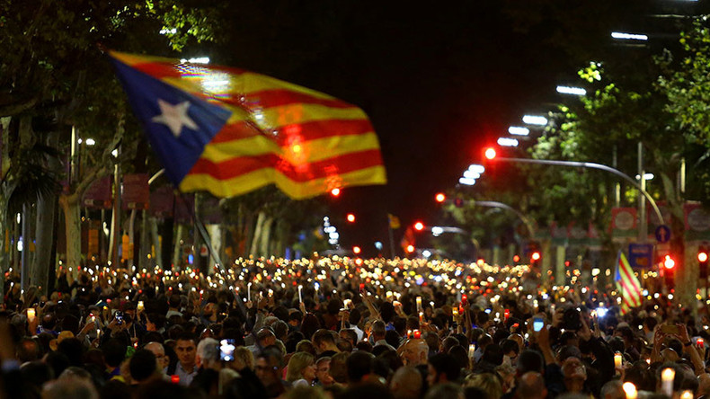 Tens of thousands rally in Barcelona to support 2 jailed separatist leaders (VIDEO, PHOTOS)