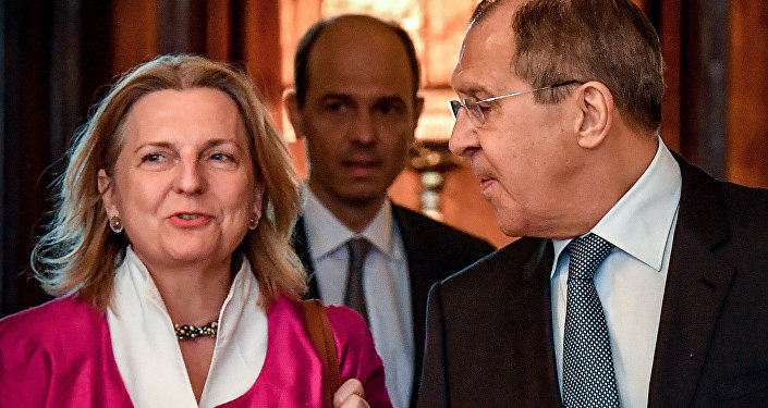 Russian Foreign Minister Sergei Lavrov (R) walks with his Austrian counterpart Karin Kneissl during their meeting in Moscow on April 20, 2018