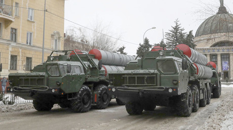 S-400 missile air defence systems on the streets of the Russian city of Volgograd © Tatyana Maleyeva