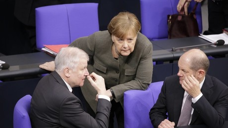 The German Interior Minister Horst Seehofer (CSU) (L), the Federal Chancellor Angela Merkel (CDU) (C) and the Finance Minister Olaf Scholz (SPD) (R) hold a discussion in the German parliament on March 22, 2018. © M. Popow