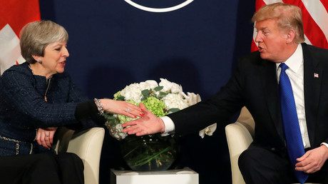 US President Donald Trump shake hands with UK Prime Minister Theresa May during the World Economic Forum (WEF) annual meeting in Davos, Switzerland January 25, 2018 © Carlos Barria