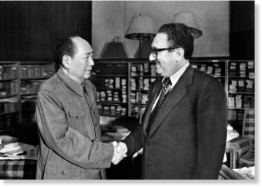 Chairman Mao meets with Kissinger